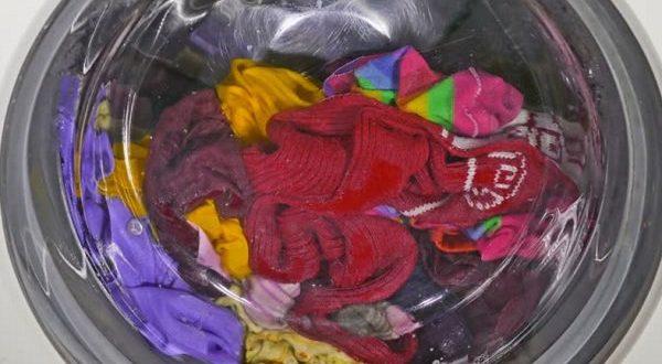 صورة كيفية تنظيف الملابس من اختلاط الالوان , ازاي انظف الملابس بطريقه صحيحه