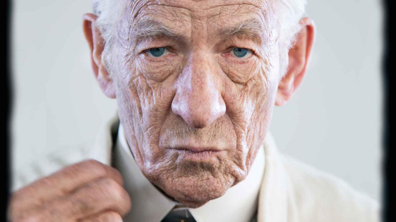 صورة رؤية عجوز في المنام , تفسير العجوز فى الحلم