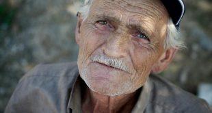 رؤية عجوز في المنام , تفسير العجوز فى الحلم