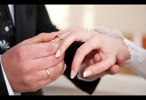 صورة لبس خاتم الخطوبة , تفسيره حسب نوع الخاتم