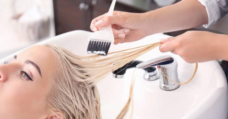 صورة هل يؤثر صبغ الشعر على الحامل , اثرها نمو الجنين
