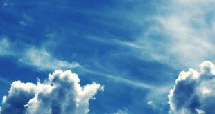 صورة خلفية سماء فوتوشوب , السماء صافية و الارض معبية