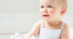 متى يبدا الطفل بالجلوس , مراحل التطور عند الطفل