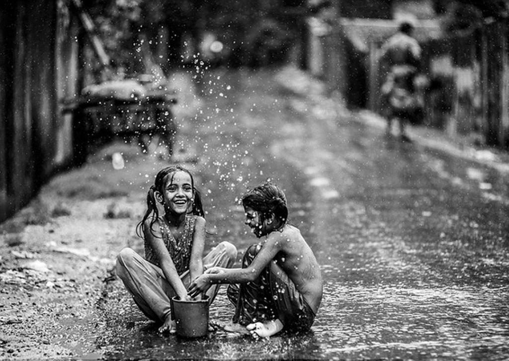 الرقص تحت المطر في المنام