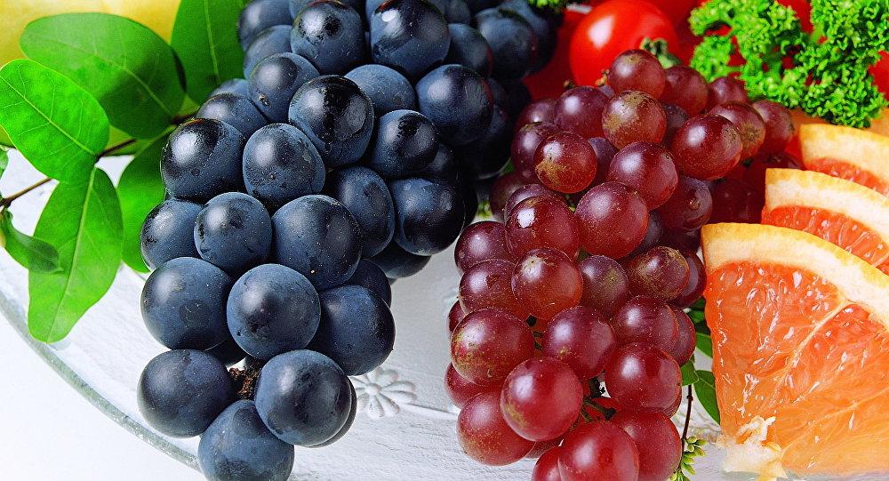 صورة العنب في المنام , تفسير رؤية العنب بالوانه فى الحلم
