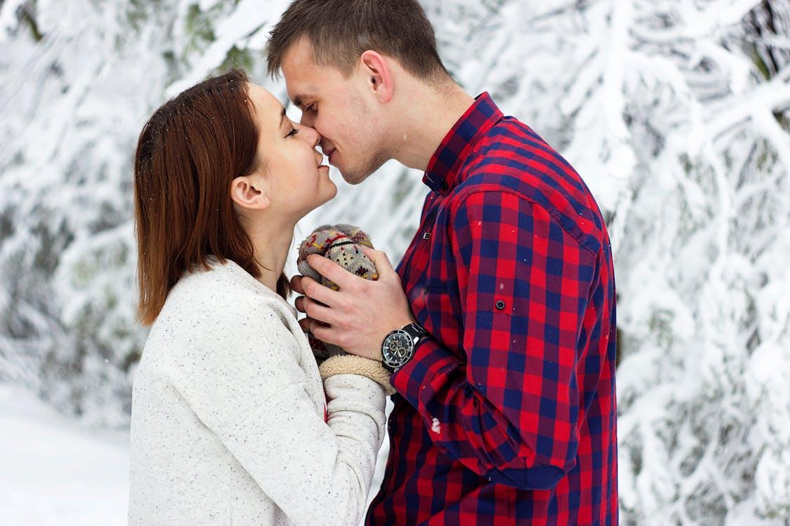 صورة اجمل صور شباب رومانسيه , هل الرومانسية مازالت موجودة بين الشباب