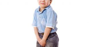 صورة لون بول طفلك غريب هقلك السبب , خروج دم مع البول عند الاطفال